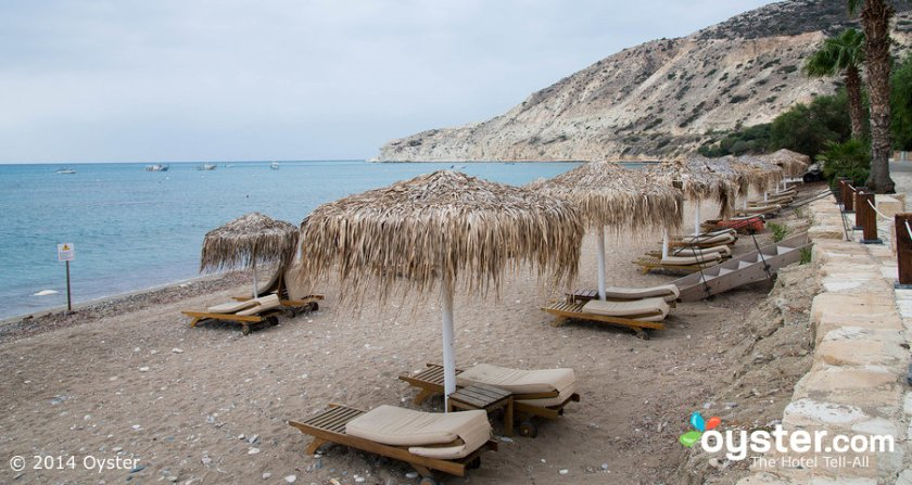 beach--v3911088-w902