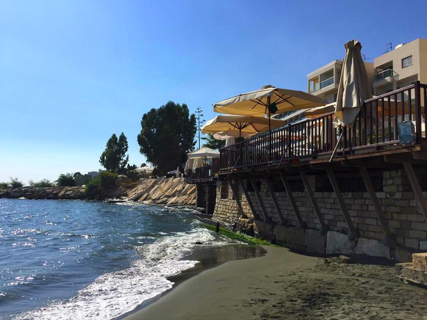 Londa Beach Hotel.jpg