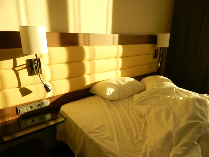 Moxy room 250 bed.jpg